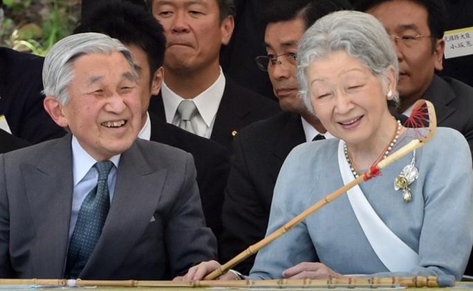 Nhật hoàng Akihito và Hoàng hậu Michiko - Ảnh: AFP