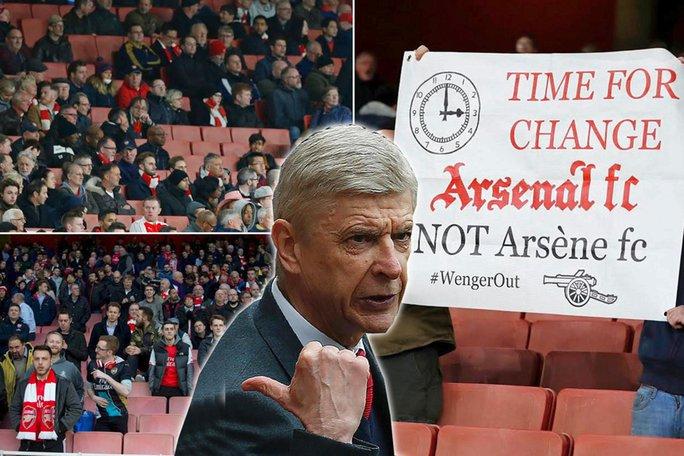HLV Wenger liên tục bị CĐV chỉ trích. Ảnh: The Sun