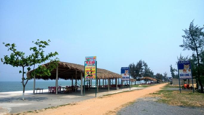 Nhà hàng, quán nhậu ven biển Quảng Bình không một bóng khách