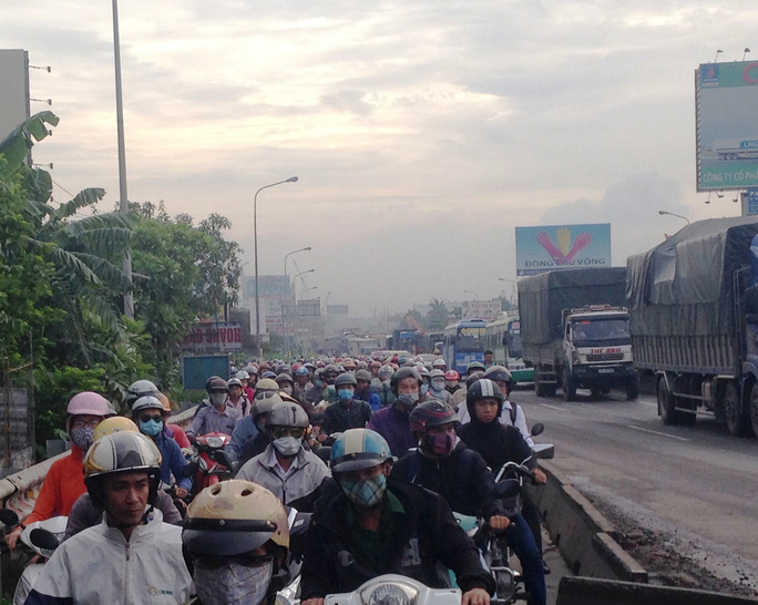 Cảnh ùn ứ nghiêm trọng trên Quốc lộ 1 do ảnh hưởng từ vụ tai nạn