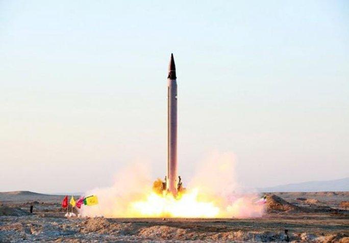 Iran thử nghiệm tên lửa Emad hôm 10-10. Ảnh: Reuters