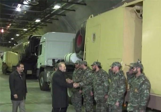 Chủ tịch Quốc hội Iran Ali Larijani trong lễ khánh thành kho tên lửa hôm 5-1. Ảnh: Fars News