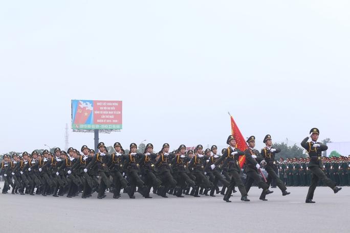Sáng nay, tại quảng trường Sân vận động Quốc gia Mỹ Đình (Hà Nội), Bộ Công an tổ chức buổi diễn tập phương án bảo vệ Đại hội Đại biểu toàn quốc lần thứ XII của Đảng.