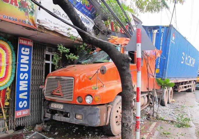 Hiện trường vụ tai nạn giao thông sáng 10-1 tại TP Tam Điệp - Ninh Bình