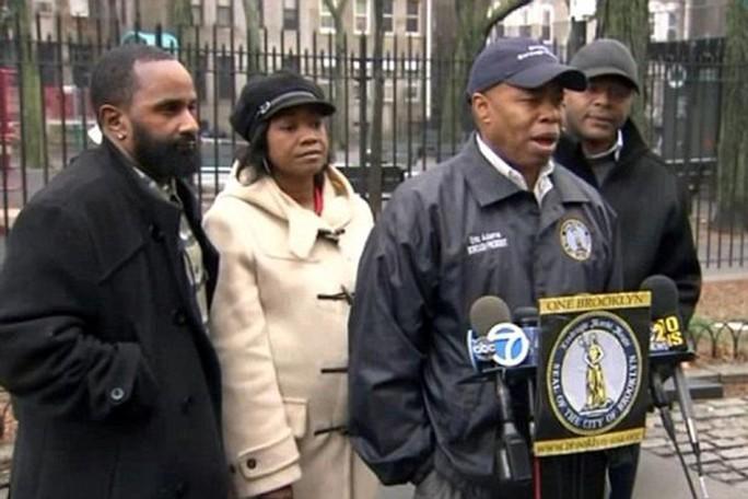 Cảnh sát New York thông báo tạm giữ 4 nghi phạm hôm 10-1. Ảnh: NYPD