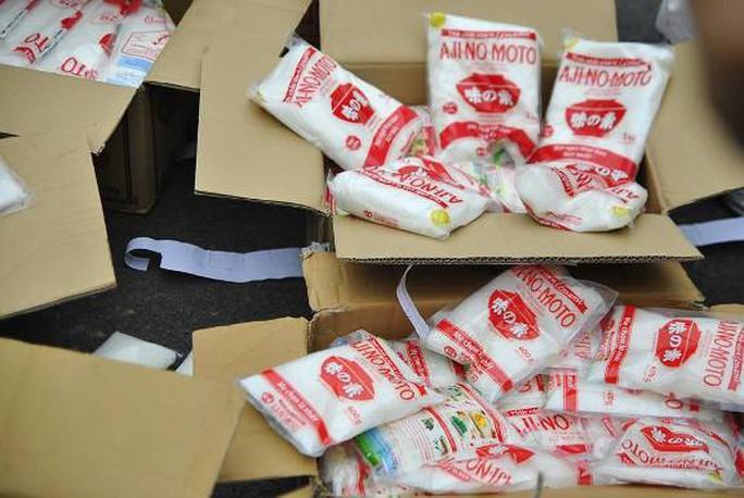 Khám xét nơi ở của Phạm Văn Lập cơ quan chức năng phát hiện hàng trăm gói mì chính và bột giặt giả