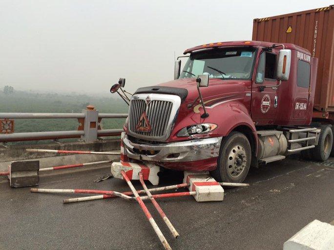 Chiếc container gây ra vụ tai nạn liên hoàn