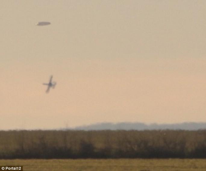 Máy bay quân sự Bulgaria đuổi theo vật thể lạ
