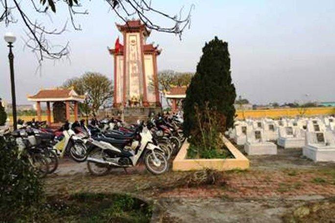Nghĩa trang liệt sĩ cũng được tận dụng để làm bãi trông giữ xe