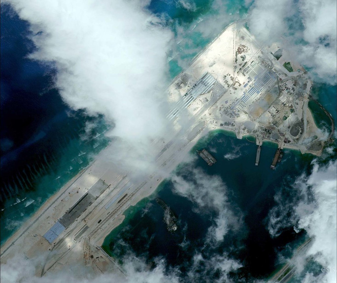 Đá Chữ Thập sau khi bị Trung Quốc cải tạo hồi tháng 4-2015. Ảnh: CSIS