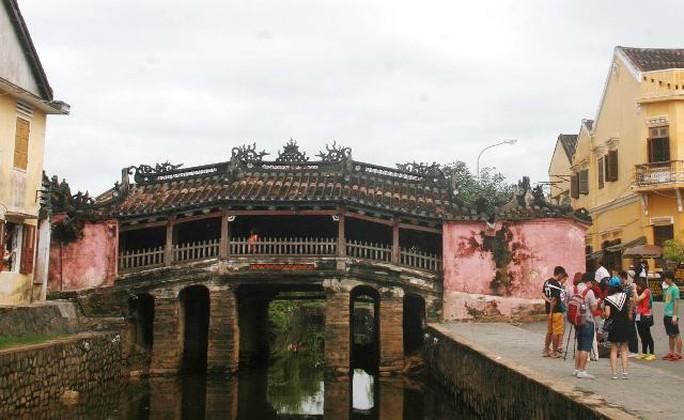 Chùa Cầu phiên bản chính ở TP Hội An - Quảng Nam (còn gọi là cầu Nhật Bản) do thương nhân Nhật Bản góp tiền xây dựng vào thế kỷ XVII - Ảnh Tr.Thường