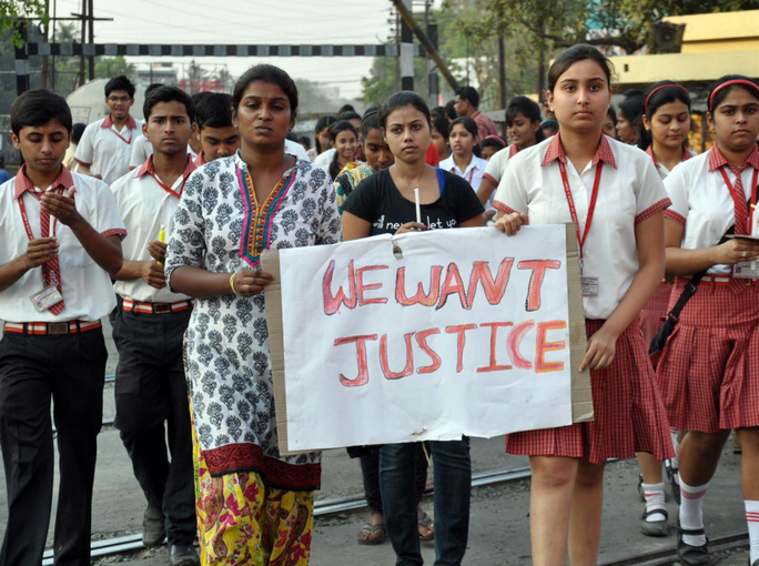 Người dân Ấn Độ biểu tình đòi công lý cho nạn nhân bị cưỡng hiếp. Ảnh: AP