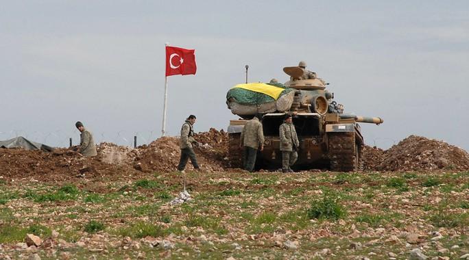 Thổ Nhĩ Kỳ đang gia tăng hiện diện quân sự ở biên giới với Syria. Ảnh: Reuters