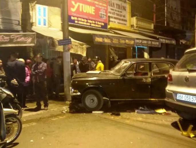 Hiện trường chiếc xe biển xanh gây tai nạn kinh hoàng ở Thanh Hóa