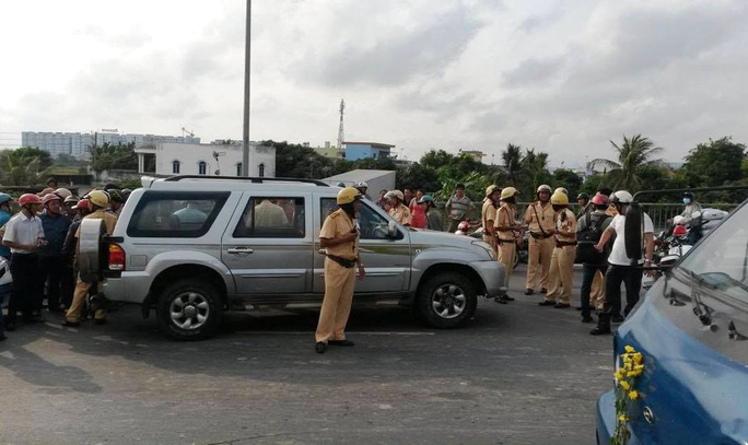Chiếc ô tô điên bị lực lượng CSGT khống chế tại hiện trường