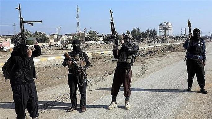 Các tay súng IS ở TP Mosul. Ảnh: Press TV