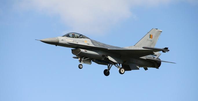 Bỉ đang xem xét tiếp tục sứ mệnh của phi đội chiến đấu cơ F-16 nhằm chống lại IS. Ảnh: Flanders Today