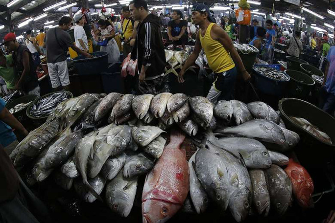 Chợ cá ở TP Paranaque - Philippines. Ảnh: EPA