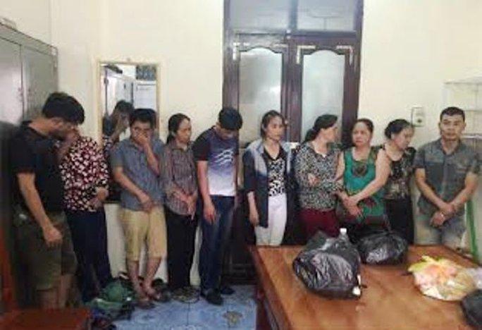 Trong số 11 con bạc bị bắt giữ có tới 8 người là nữ giới