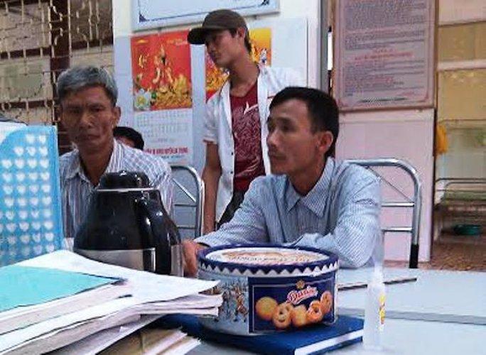Gia đình ông Nguyễn Ngọc Đỉnh tới Bệnh viện Đa khoa huyện Hà Trung để đề nghị bệnh viện có giải thích rõ ràng