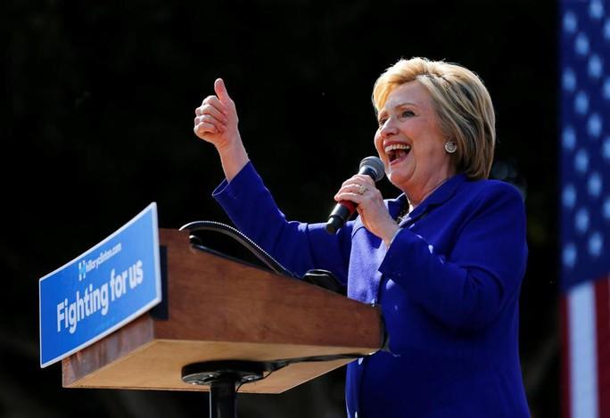 Bà Clinton đại diện phe Dân chủ ra tranh cử tổng thống 2016. Ảnh: REUTERS