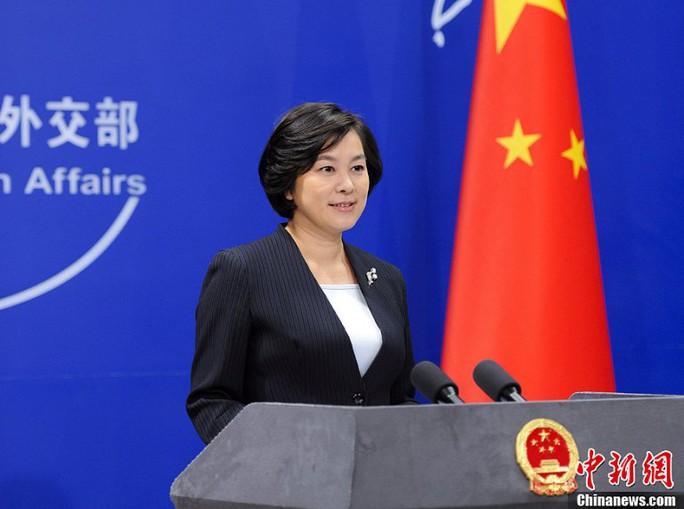 Bà Hoa trả lời họp báo ngày 21-6. Ảnh: CHINA NEWS