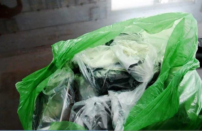 Tang vật bị giữ là số tiền hơn 11,7 triệu đồng.