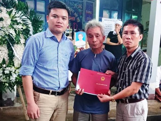 Tấm bằng tốt nghiệp đại học sau 4 năm đèn sách lẽ ra Phạm Thị Oanh sẽ nhận vào ngày 8-7 tới đây
