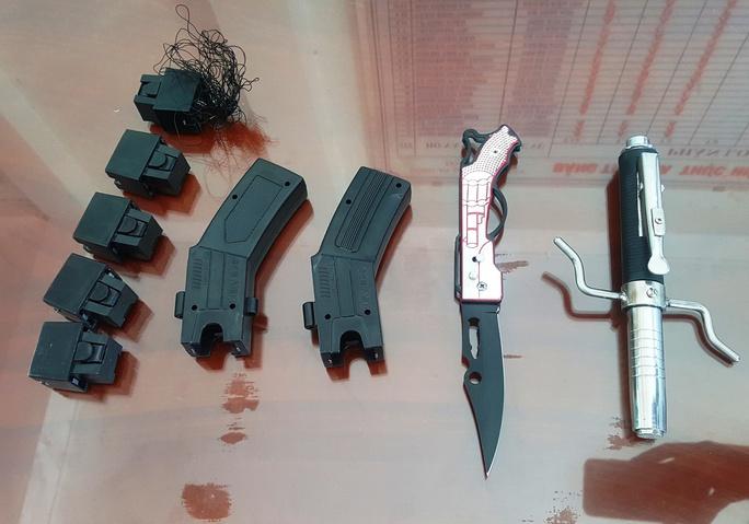 Súng điện, dao... Nhân sử dụng đi cướp
