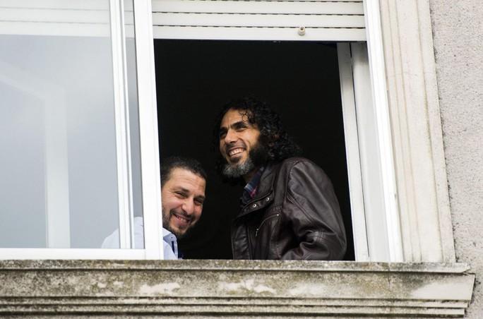 Abu Wael Dhiab (phải) hiện đã mất tích. Ảnh: AP