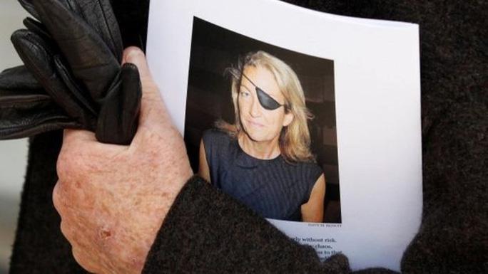 Nữ phóng viên Marie Colvin của tờ Sunday Times. Ảnh: REUTERS