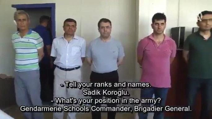 Các tướng lãnh bị bắt xưng tên và cấp bậc... Ảnh: LIVELEAK