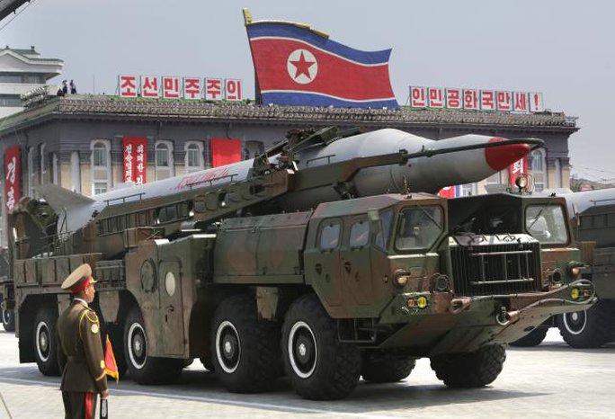 Một tên lửa của Triều Tiên trong lễ diễu hành tháng 7-2013. Ảnh: REUTERS