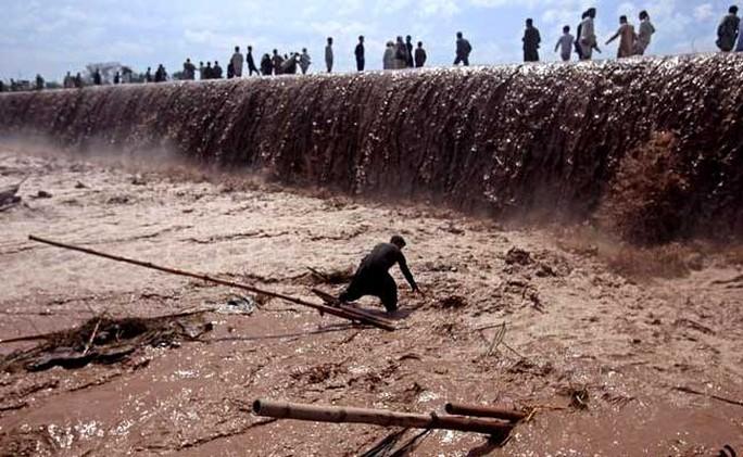 Khu vực Tây Bắc Pakistan đang bị lũ quét gây ra bởi mưa lớn tàn phá. Ảnh: NDTV