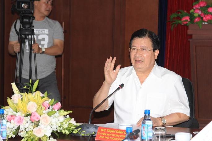 Phó Thủ tướng Chính phủ Trịnh Đình Dũng tại buổi làm việc sáng 11-8