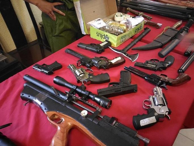 Số vũ khí của ổ nhóm giết người mà công an thu giữ trong vụ án