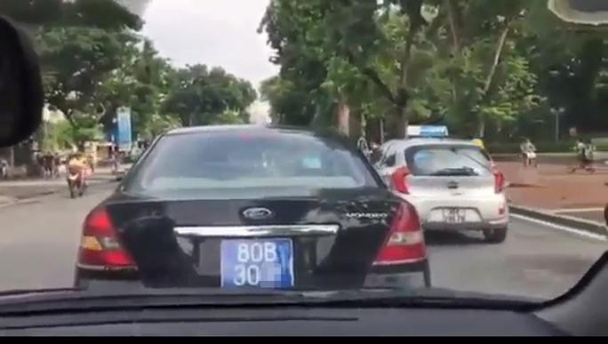 Chiếc xe biển xanh trong vụ việc