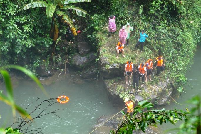 Lực cứu hộ đang tích cực tìm kiếm thi thể nạn nhân.