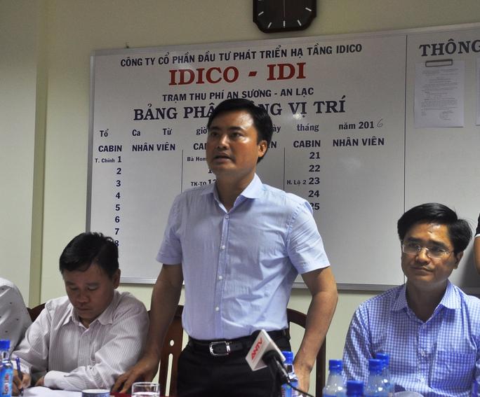 Ông Bùi Xuân Cường, Giám đốc Sở GTVT (giữa) nhất trí với các phương án đưa ra tại buổi họp