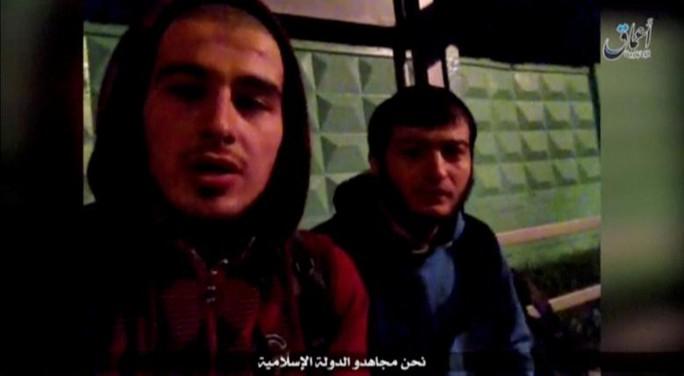 2 thành viên IS trong đoạn video nhận trách nhiệm vụ tấn công ở Moscow hôm 17-8. Ảnh: REUTERS