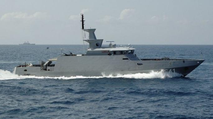 Tàu KRI Clurit của hải quân Indonesia phóng tên lửa thất bại hôm 14-9. Ảnh: TNI-AL