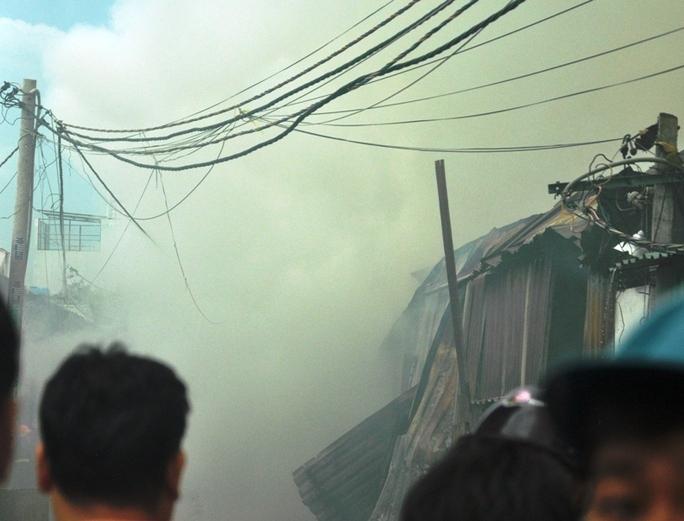 Gần 1.000 m2 kho xưởng bị đổ sập