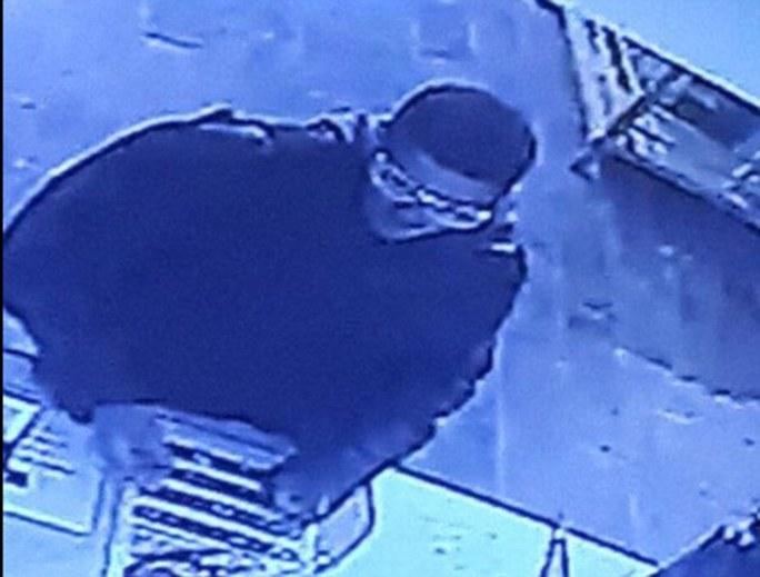 Camera tại hiện trường đã ghi nhận được hình ảnh của nghi phạm. Ảnh: Daily Mail