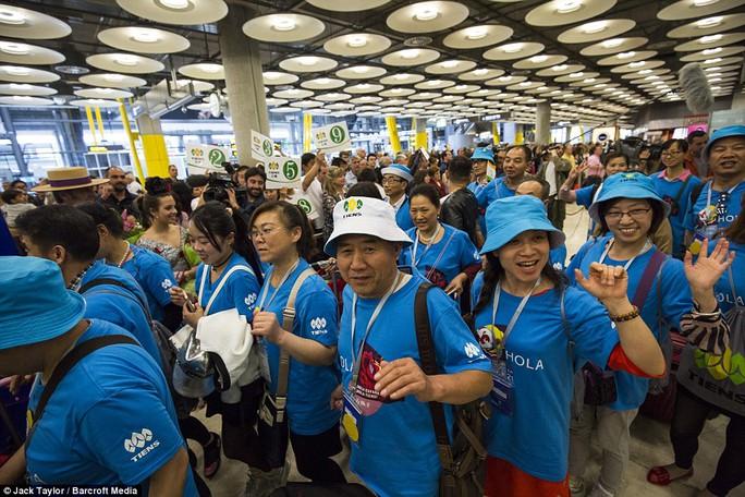 Đại gia Trung Quốc bao 2.500 nhân viên du lịch Tây Ban Nha