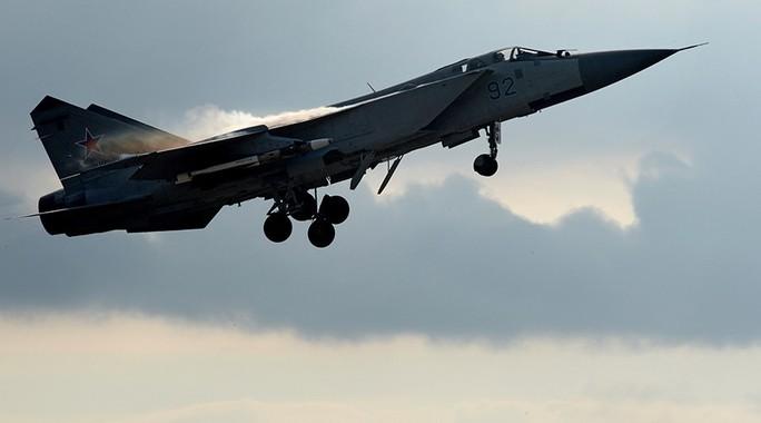 Chiến đấu cơ MiG-31 của Nga được NATO gọi là Chó săn cáo. Truyền thông Nga nói đây là chiến đấu cơ có tốc độ nhanh nhất thế giới. Ảnh: Sputnik.