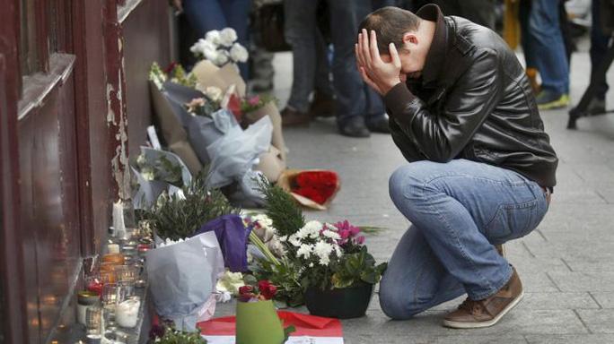 Vụ khủng bố 13-11-2015 tại Paris khiến 130 người thiệt mạng và 352 người khác bị thương. Ảnh: Reuters