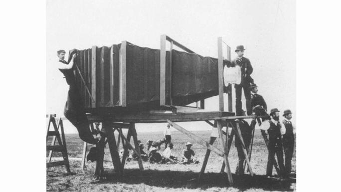 Cận cảnh chiếc máy ảnh khổng lồ trong lịch sử nhiếp ảnh.