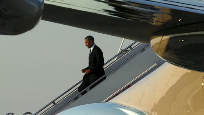 Tổng thống Mỹ Barack Obama trở về nhà trên chiếc Không Lực Một sau chuyến thăm 3 nước Ả Rập Saudi, Anh và Đức vừa kết thúc hôm 26-4. Ảnh: Reuters