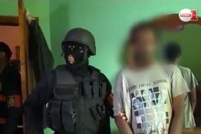 Cảnh sát Morocco bắt giữ nghi can khủng bố IS. Ảnh: Mirror