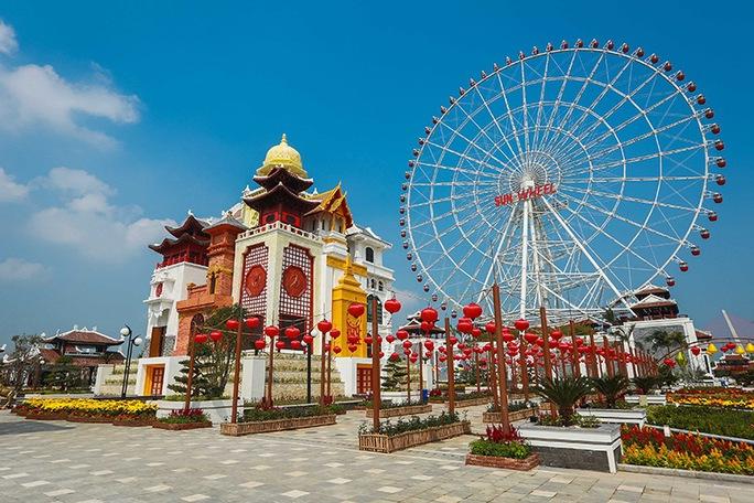 Việt Nam đang rất thiếu các tổ hợp du lịch giải trí tầm cỡ để thu hút du khách trong và ngoài nước. Trong ảnh: Khu vui chơi Asia Park ở Đà Nẵng Ảnh: Hoàng Dũng